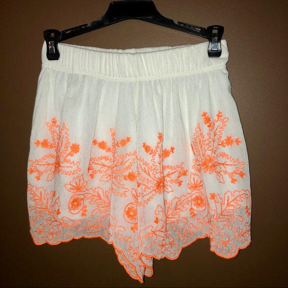 ALLOY Pants - Neon Lace Embroidered Shorts